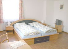 Moderne Zimmer mit Dusche, WC und TV sorgen für exzellenten Wohnkomfort.